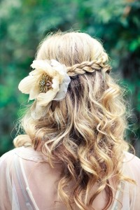 wedding-hair-braid-flowerhow-to-wear-flowers-in-your-hair--inspiration-for-the-boho-bride-fpce2qum